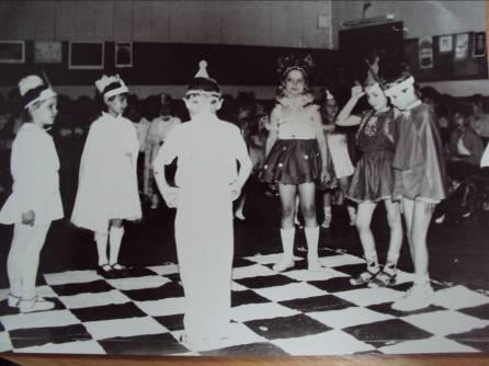 Фото: праздник 'Посвящение в шахматисты'. Турнирный зал ул. Кирова, 50 (1996г.)